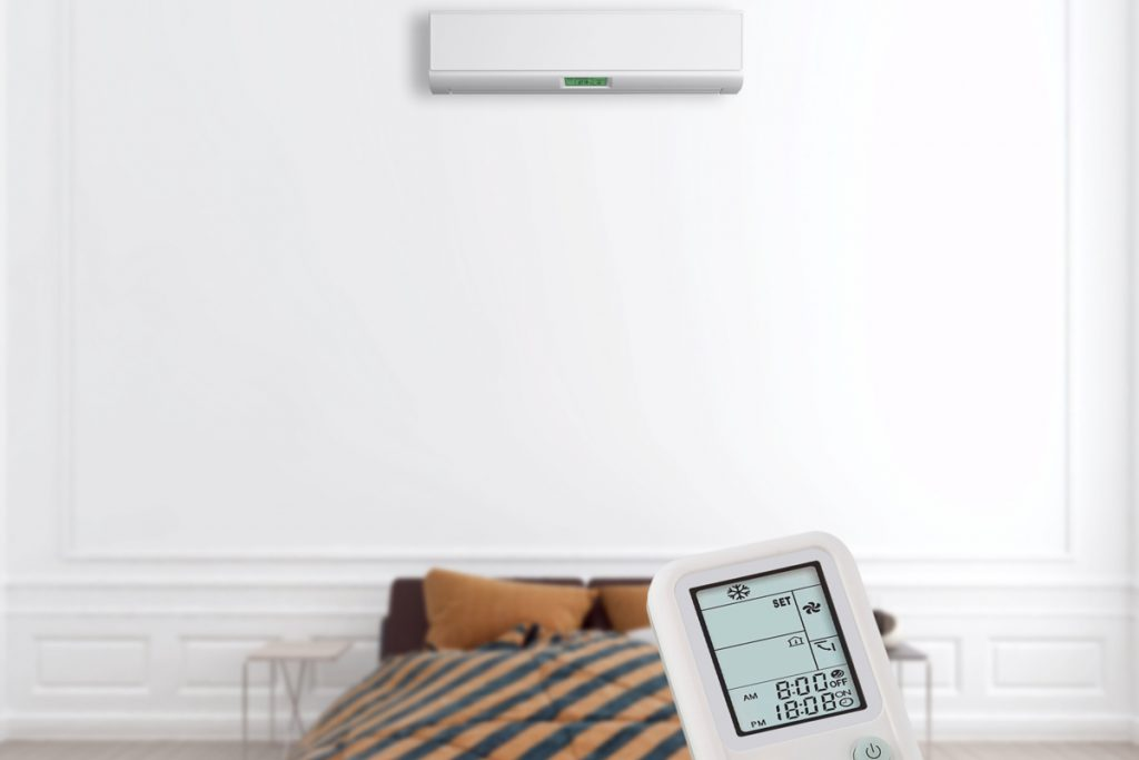 A split type air conditioning unit and its remote control with its temperature unset