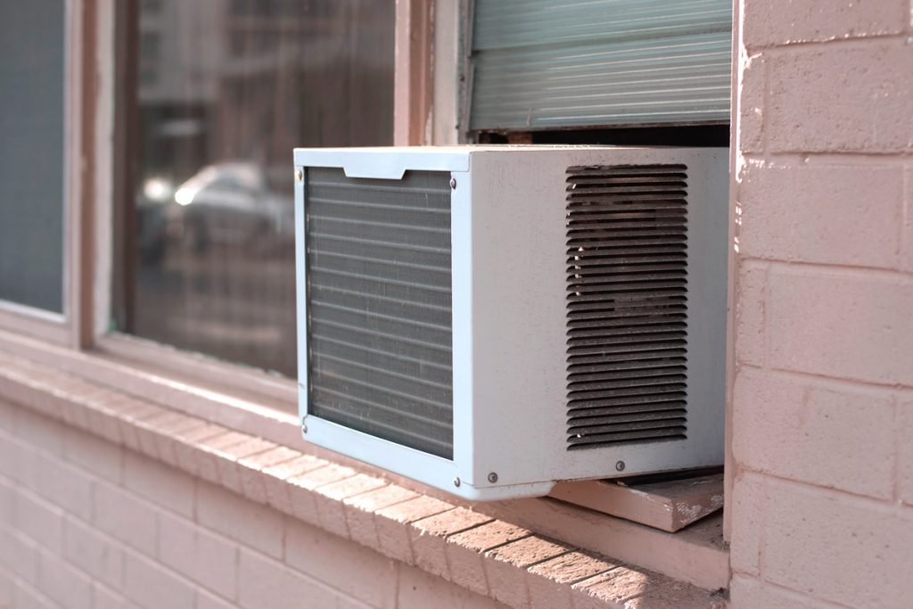 A window unit air conditioning unit